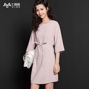 七格格 2016秋装新款 简约粉色折袖设计圆领系带宽松连衣裙 N062