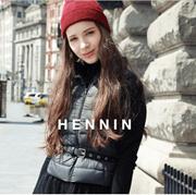 【HENNIN】女士超轻量羽绒马甲 鸭绒服 冬季新款 轻盈|温暖|简约|大方|基本款|内穿|外搭 米色|浅粉色|浅蓝色|炭灰|4色可选|bactory|100%专柜正品 HEVD749W01