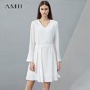 Amii[极简主义]2017春季新品宽松纯色V领喇叭袖连衣裙女11760682