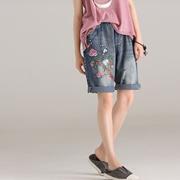 米可可  N6861 文艺大码破洞刺绣磨白松紧腰五分牛仔裤女 2018夏