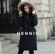 【HENNIN】女士长款毛带帽羽绒服 鸭绒服 冬季新款 黑色|浅米色|军绿色三色可选|bactory|100%专柜正品 HEJD74TW03